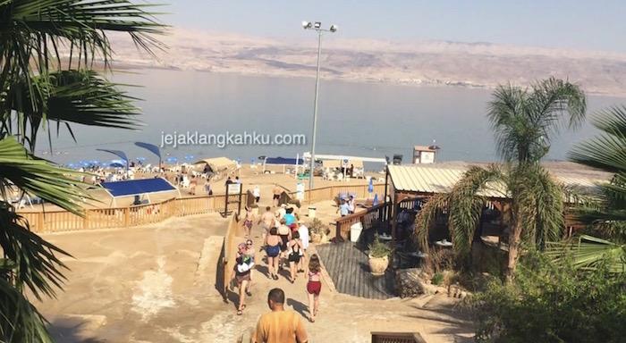 Sensasi Laut Mati, Kaga ada Mati-nye ! Bisa Mengapung & Bikin Kulit Jadi Halus
