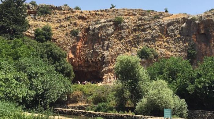 Puing-Puing Peninggalan Kota Romawi Kuno di Kaisarea Filipi, Israel