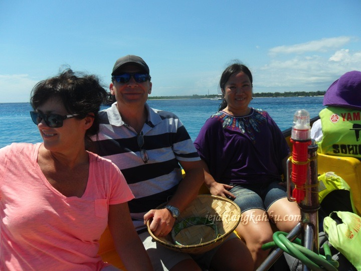 on-the-boat-to-gili-1