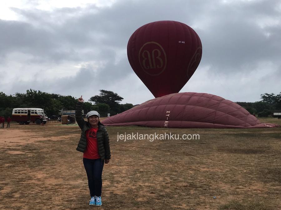 Hot Air Balloon Over Bagan Myanmar, Kenapa Engkau Tidak Terbang ?