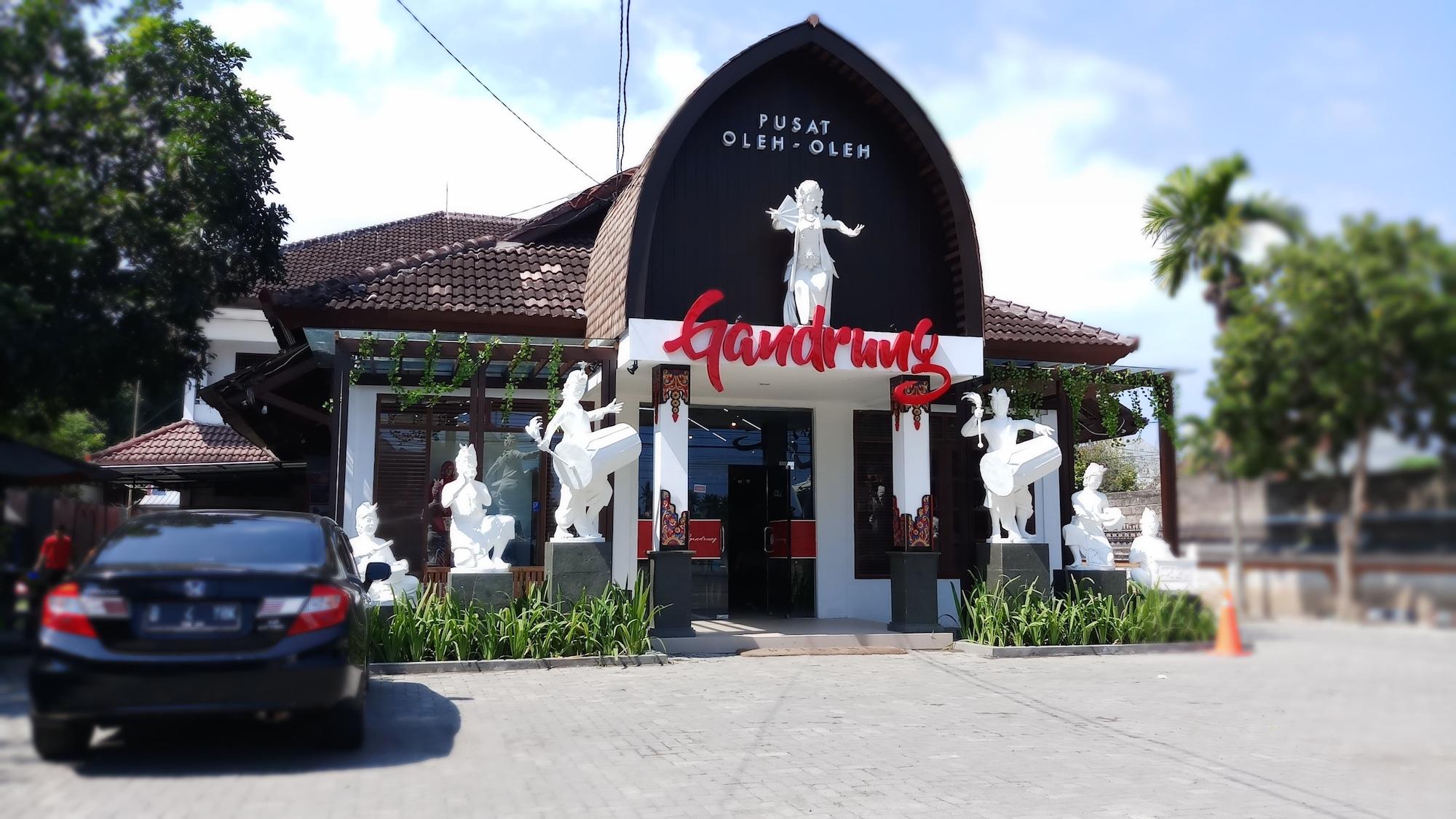 Jalan-Jalan ke Lombok, Tempat Asik Belanja Oleh-Olehnya ya di Toko Gandrung